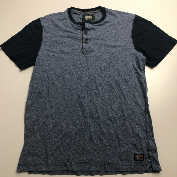 3/$30 Roots Blue T-shirt Mens Small Buttons